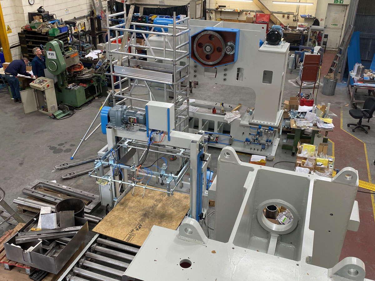 Prensa en proceso de fabricación